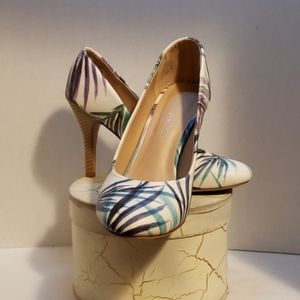 Kelly and Katie floral heels shoes size 8